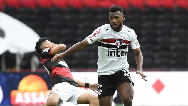 Volpi brilha, e São Paulo goleia o Flamengo em grande jogo ...